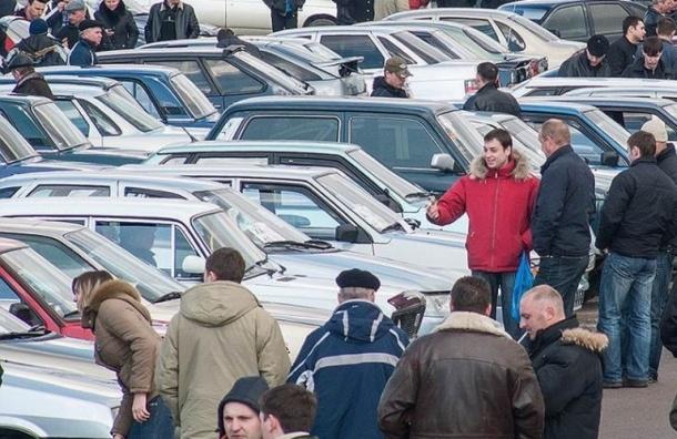 Авторынок Петербурга в феврале сократился на 2%