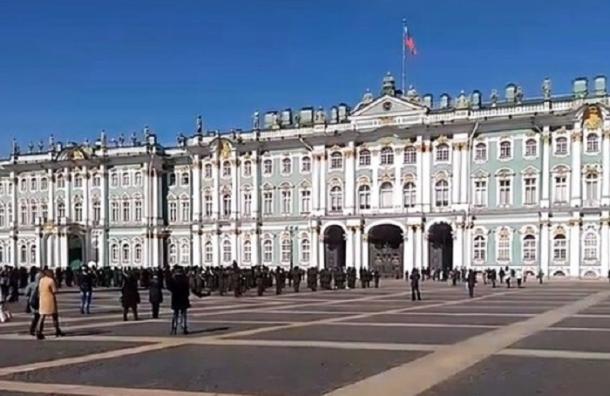 Репетиция парада Победы идет на Дворцовой площади