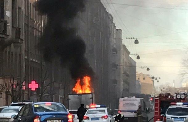 «Газель» сгорела на Кавалергардской улице