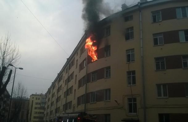 Вцентре Петербурга вдоме наОбводном канале полыхает квартира