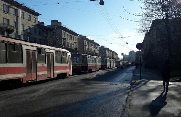 Пробка из трамваев собралась на улице Савушкина