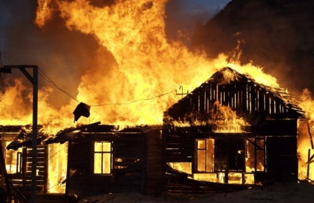Петербуржец сжег деревню в Ленобласти в рамках «антитеррористической операции»
