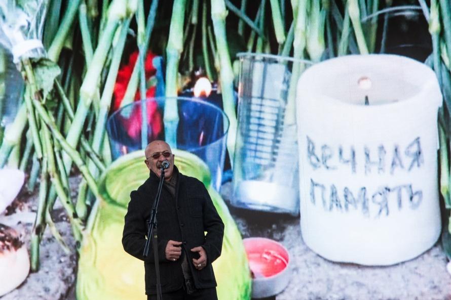 Смольный: Вакции памяти жертв теракта вПетербурге приняли участие 30 000 человек