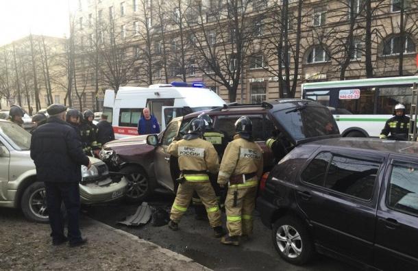 Проблема с сердцем у водителя стала причиной массового ДТП на улице Фрунзе