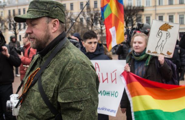 ЛГБТ-активисты провели на Марсовом поле разведку боем