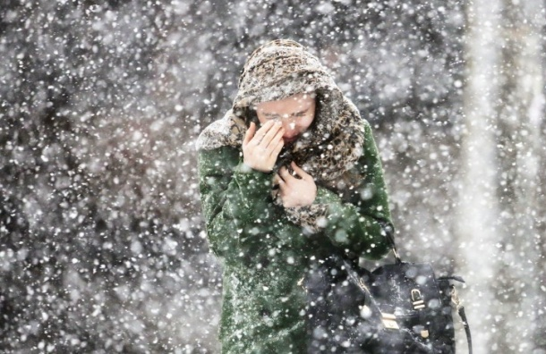 Главный синоптик Петербурга ругал метеорологов, шагая на работу