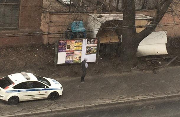 НаБольшом Сампсониевском шофёр разбил фургон одерево иоставил раненого пассажира