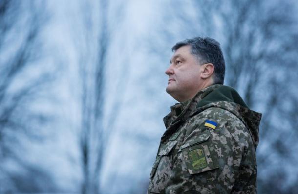 Порошенко считает конфликт наДонбассе «горячей войной» сРФ