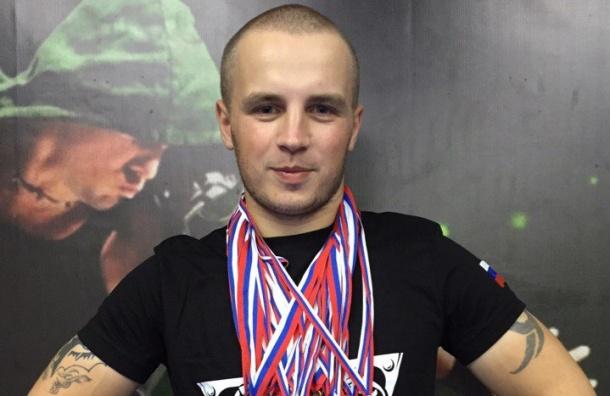Погибшего при взрыве в метро спортсмена Дениса Петрова похоронили под Петербургом