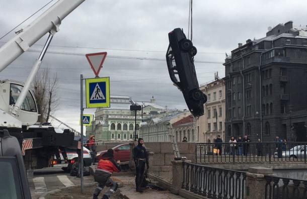 Машина упала в Крюков канал