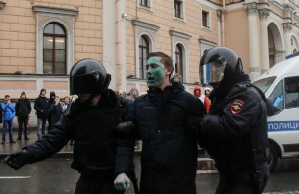 Милонов хочет запретить свободу в соцсетях