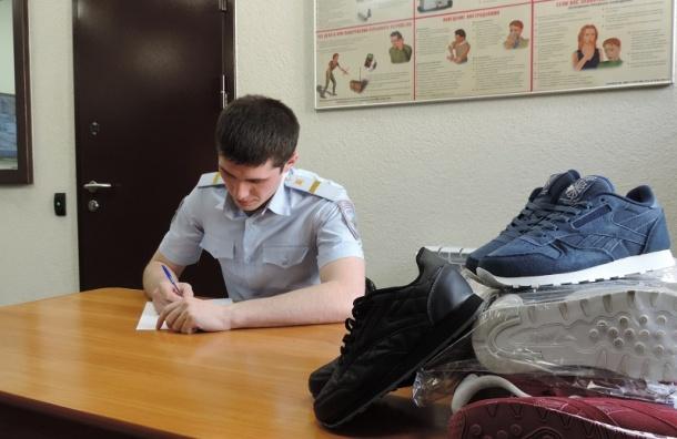 Брендовые кроссовки наВитебском вокзале продавали за190 рублей