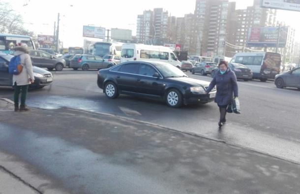 Сломанный светофор стал предпосылкой пробки наюго-западе Петербурга