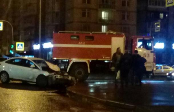 Пожарная машина попала в ДТП на севере Петербурга