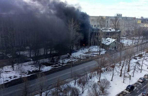 Очевидцы: из горящего здания на Белы Куна вытащили тело