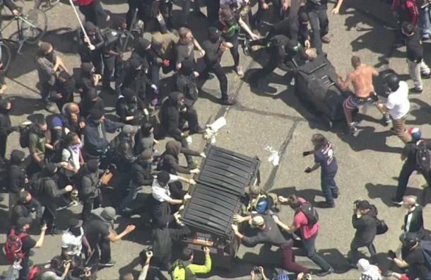Протесты против Трампа обернулись кровопролитием вКалифорнии
