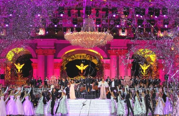 ВДень города ведущие певцы мира исполнят лучшие оперные композиции наДворцовой