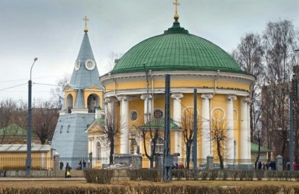 Пасхальные службы проходят в храмах Петербурга