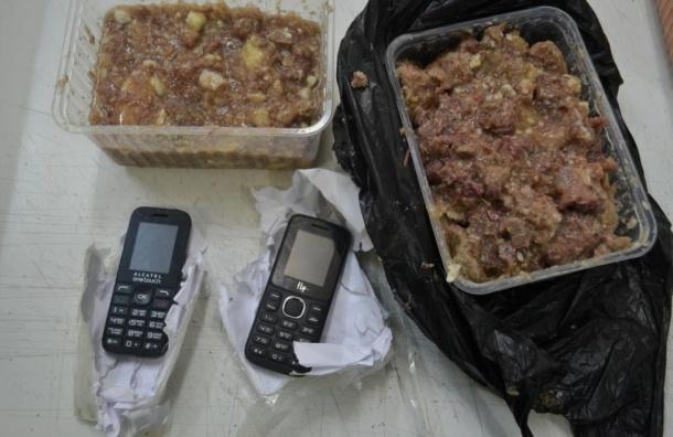 Мобильники в контейнере с тушенкой пытались передать в «Кресты»