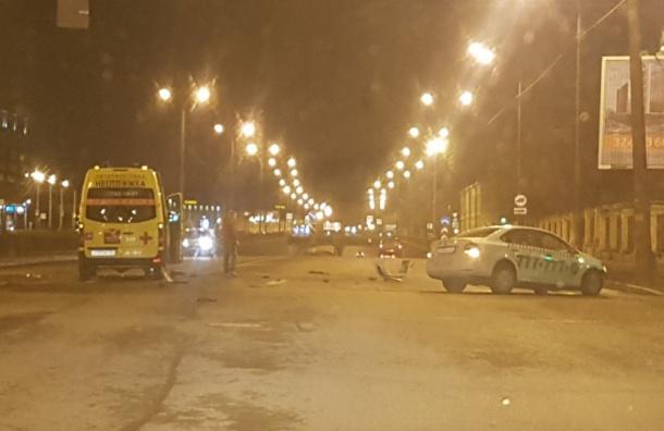 В северной столице таксист протаранил карету скорой помощи
