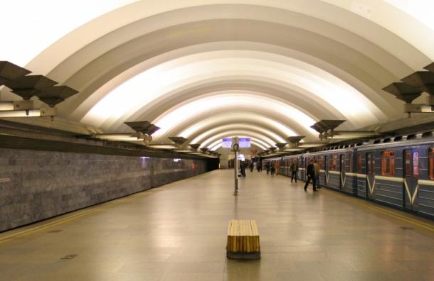 «Площадь Мужества» закрыли для пассажиров