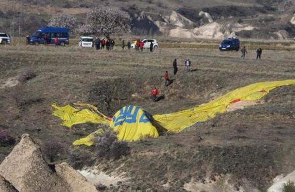Воздушный шар с 21 человеком на борту рухнул в Турции