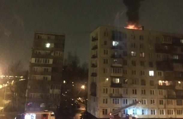Крыша дома горела на Искровском проспекте