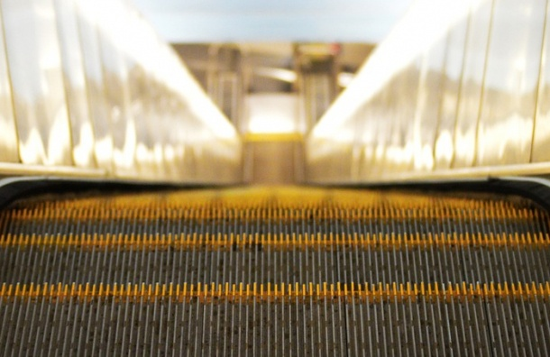 Эскалаторы остановились на станции метро «Площадь Ленина»