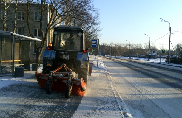 Петербург в пятницу от снега будет чистить 607 машин