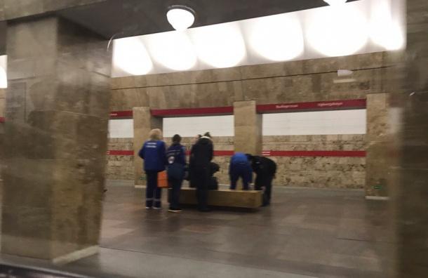 Пассажиру стало плохо на станции «Выборгская»