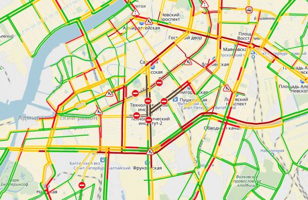 Движение в центре Петербурга парализовано