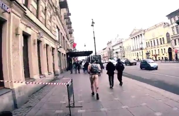 Голый активист пробежал поНевскому за«Русскую пробежку»
