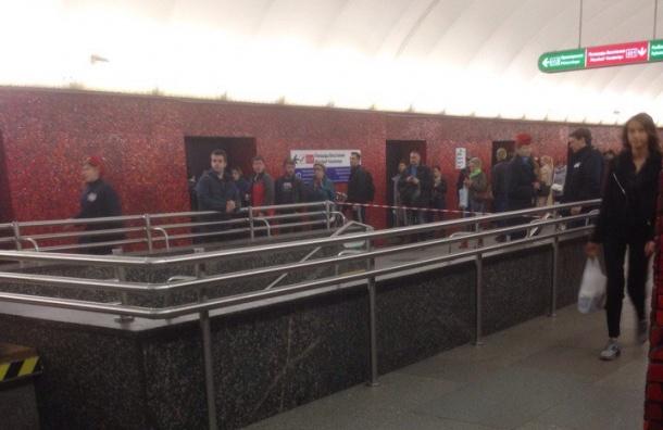 Переход с «Маяковской» на «Площадь Восстания» закрывали из-за бесхозной сумки