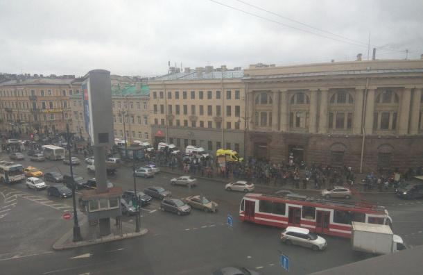 Очевидцы насчитали около 10 погибших после взрыва вметро Петербурга