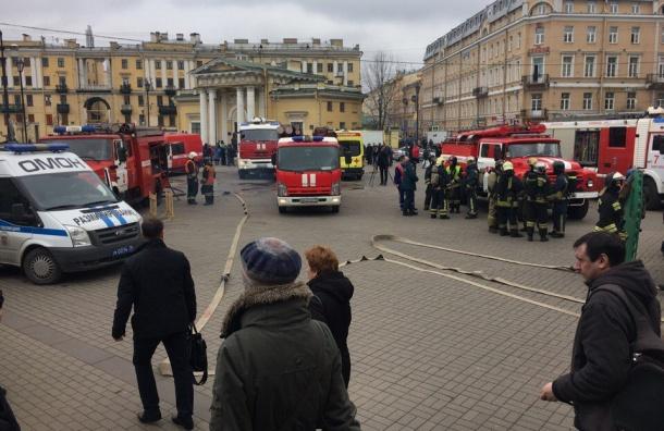 Закрыта «Сенная»: на месте семь пожарных машин, реанимация и «скорая»