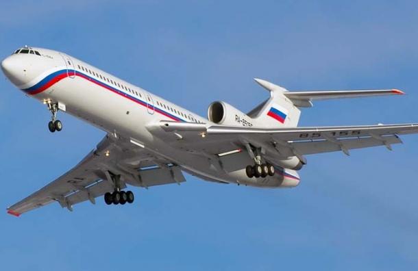 Самолет с Мединским и Неверовым на борту экстренно затормозил в Омске
