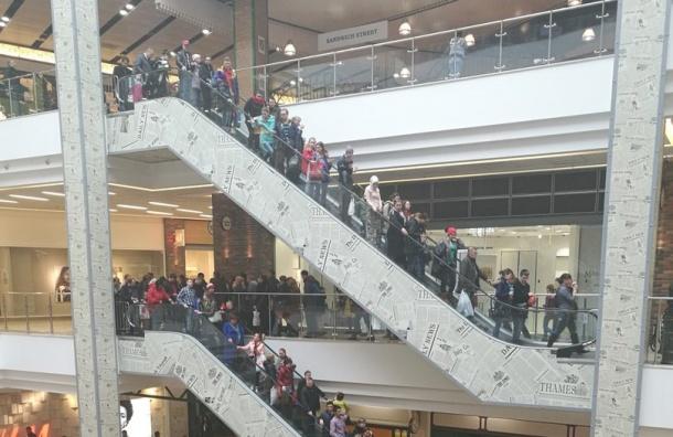 Посетителей ТРК «Лондон-Молл» эвакуировали из-за подозрительной коробки