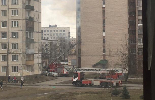 Пожарные тушат дома на Машиностроителей