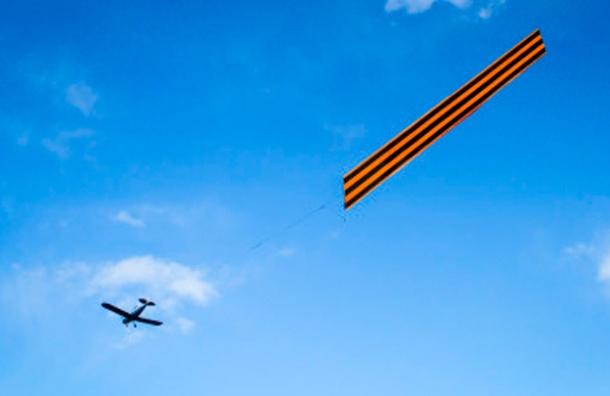 Гигантская Георгиевская лента пролетит над Петербургом в День Победы