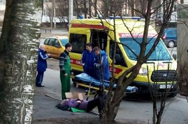 Очевидец: пенсионерку сбили во дворе дома на Учительской улице