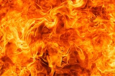 Пожар в Красносельском районе тушили 13 пожарных