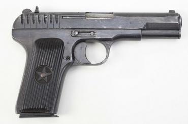 Пистолет нашли умужчины на«Проспекте Просвещения»