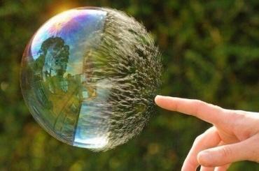 Бизнес-омбудсмен предсказал обвал рубля из-за надутого спекулянтами пузыря