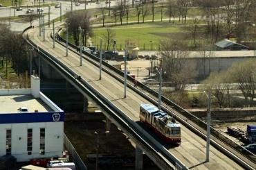 Временно закрывается движение наКронштадском путепроводе