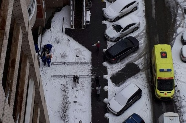 Мужчина выпал из окна на улице Латышских Стрелков