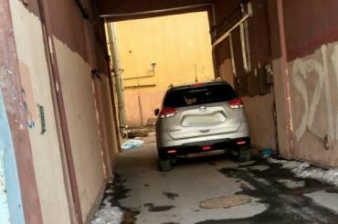 СК: мужчина и женщина выпали из квартиры в центре Петербурга