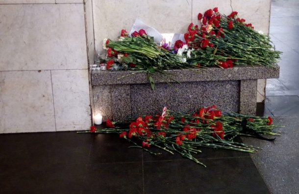 Власти Петербурга: Двух погибших при теракте пока не опознали