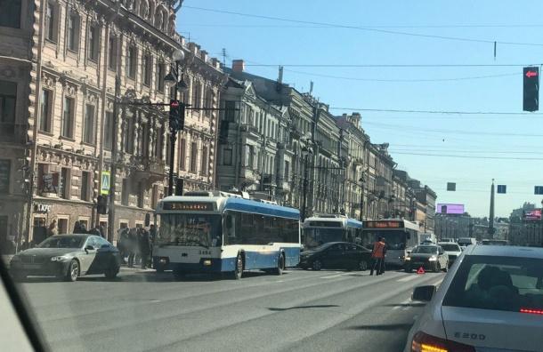 Очевидцы: Невский проспект встал из-за обрыва проводов