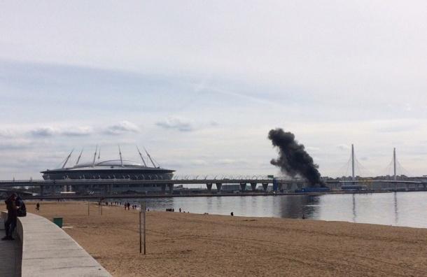 Очевидцы: рядом со стадионом на Крестовском произошел пожар
