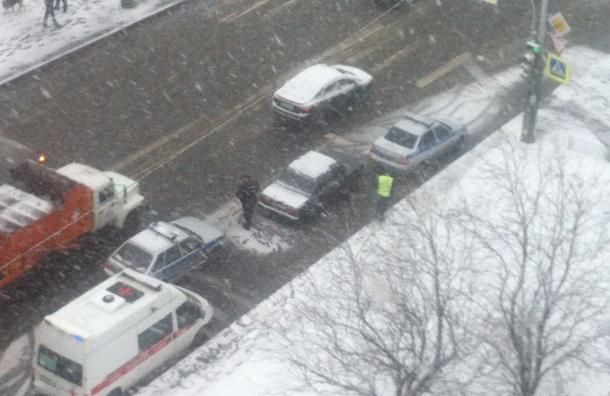 Очевидец: на проспекте Просвещения за рулем умер водитель